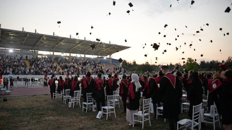 Sağlık ordusunun yeni neferleri BUÜ'den mezun oldu