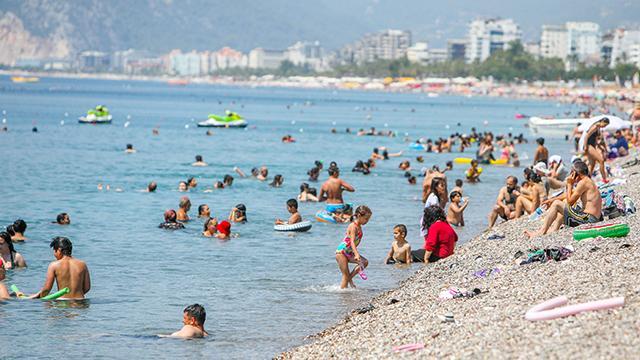 Antalya'da bunaltan sıcaklar! Termometreler 41 dereceyi gördü