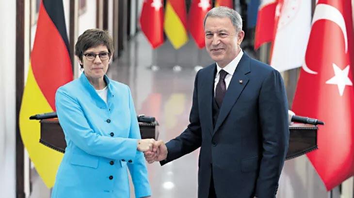 Akar, Alman Bakan ile görüştü