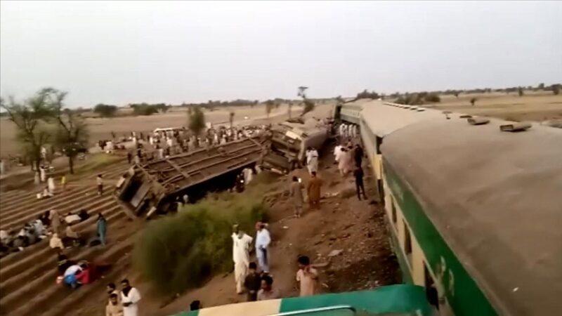 Pakistan'da tren kazası: 38 ölü, 64 yaralı