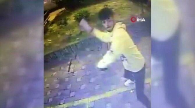 Kartı sıkışınca ATM'ye saldırdı