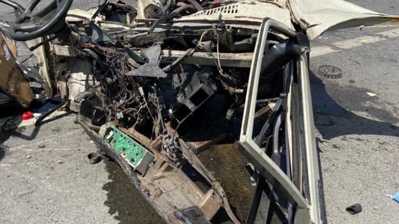 Zincirleme kazada ikiye bölünen otomobilin sürücüsü öldü, 10 kişi yaralı