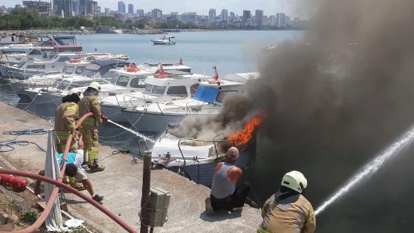 Sahilde panik anları! Tekneler cayır cayır yandı