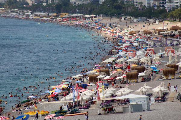 Antalya ve Muğla'daki sahillerde yoğunluk