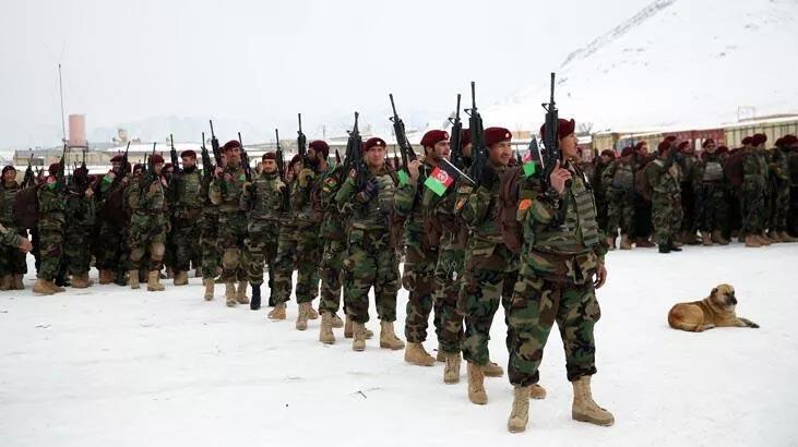 Taliban Afgan askerlerini katletti: 11 ölü