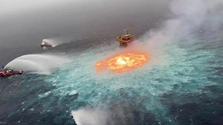 Dünya bu görüntüyle şoke olmuştu… Okyanustaki yangının sebebi açıklandı!