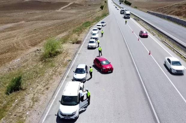 Bayram sonrası trafikte oluşan yoğunluk havadan görüntülendi