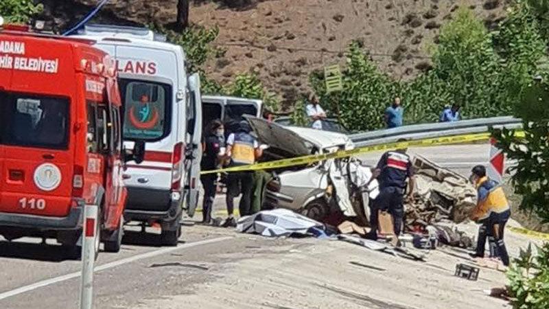 Düğün yolunda korkunç kaza! Aynı aileden 5 kişi öldü