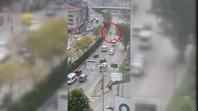 Bursa'da başıboş atlar trafiği birbirine kattı