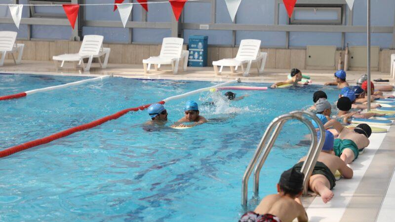 İnegöl'de yüzme kurslarında ilk dönem eğitimleri sürüyor