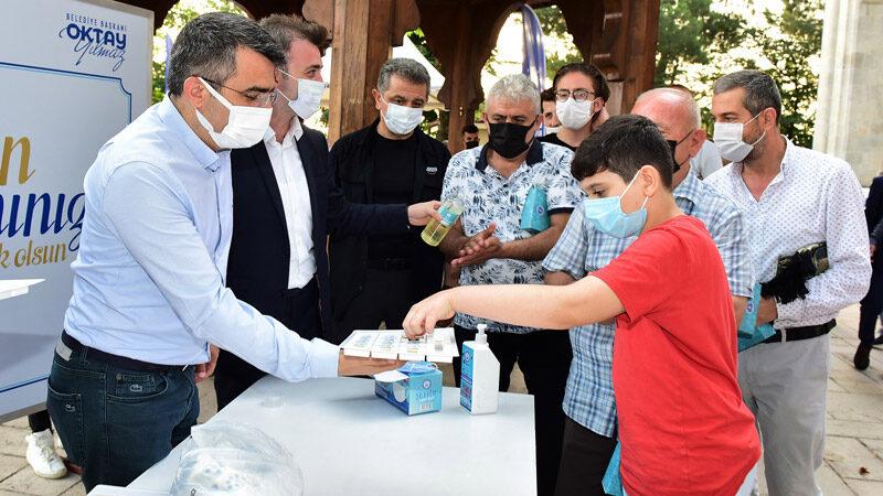 Başkan Oktay Yılmaz, bayramı Yıldırım Beyazıt Camii'nde karşıladı