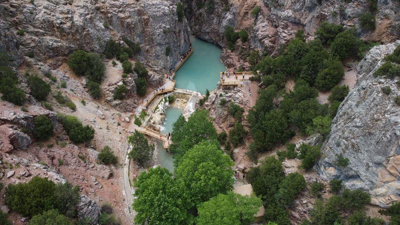 Yöre halkının korkup yaklaşamadığı kanyona tatilci ilgisi