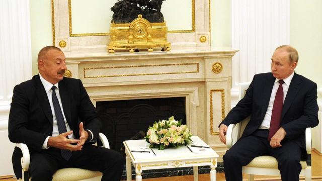 Aliyev ve Putin bir araya geldi