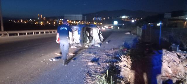 Bursa'da bariyere çarpan otomobil takla attı: Yaralılar var