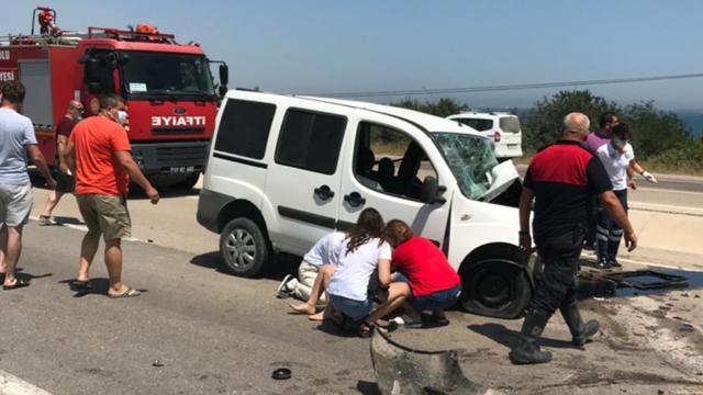 İki araç çarpıştı: 2 ölü