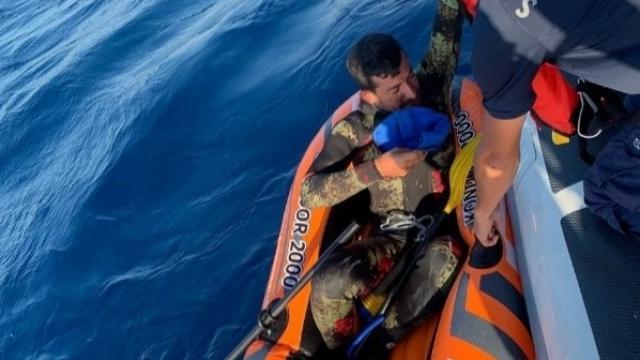 İzmir'de bottaki sığınmacı kurtarıldı