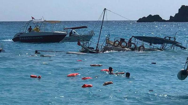 Tur teknesi battı! Denizde can pazarı