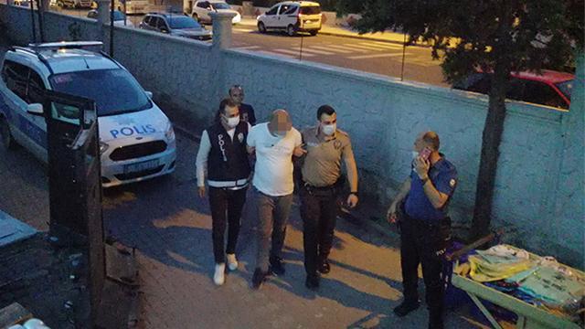 Maske takmadan hapşıran kişiyi bıçakladı
