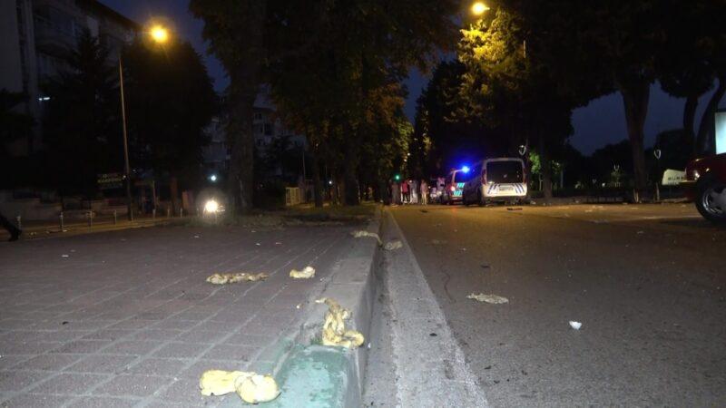 Bursa'da hamur yüklü hafif ticari araç takla attı