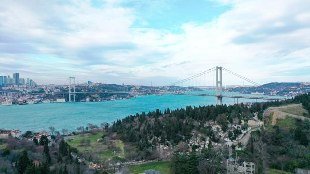 İstanbul Boğazı'ndan gemi geçişleri askıya alındı