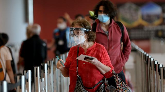 Havalimanlarında bayram tatili yoğunluğu