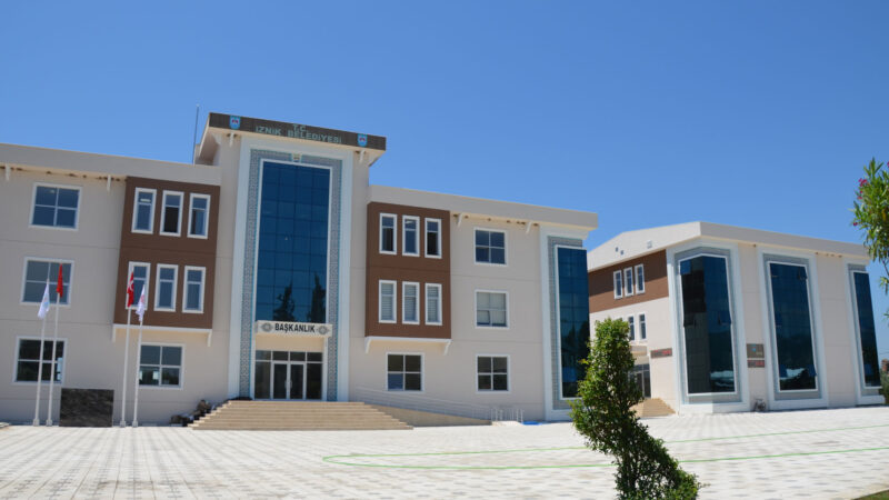 İznik'te bina yıkım işi…