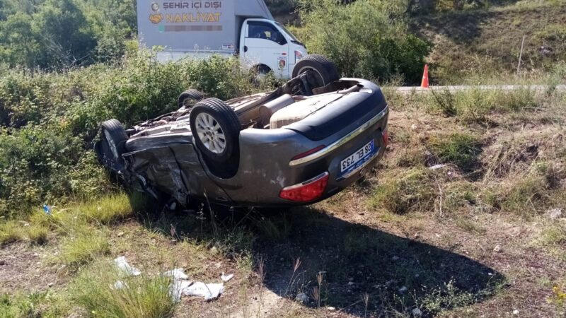 Bursa'da kafa kafaya çarpışan iki araçtan biri tarlaya uçtu