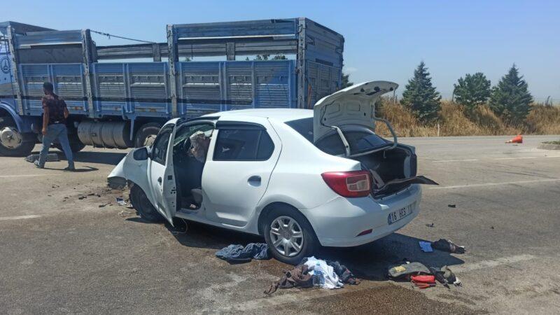 Bursa'da kamyonetle otomobil çarpıştı