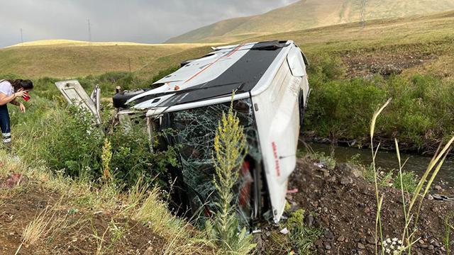 Sağanak kazaya neden oldu: 1 ölü, 24 yaralı