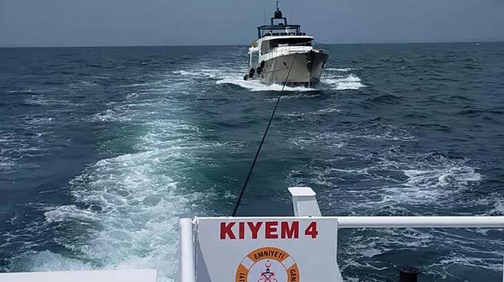 Biga açıklarında sürüklenen, 5 kişinin olduğu tekne kurtarıldı