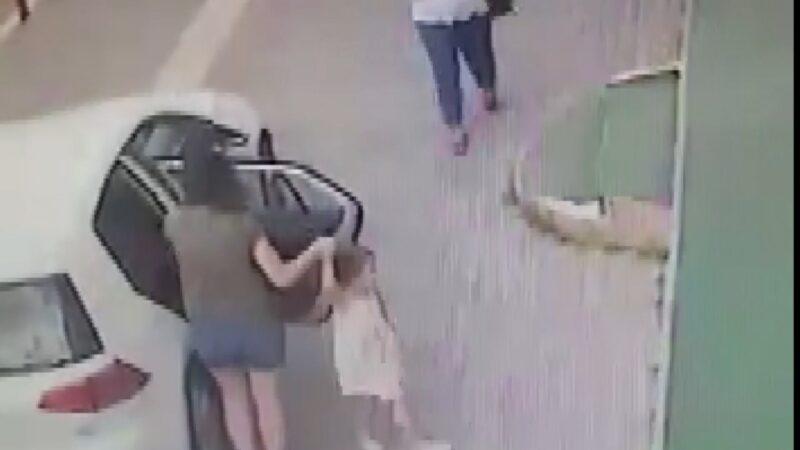 Bursa'da küçük kızın kolundan düşen altın künyeyi alan kişi güvenlik kameralarına yakalandı