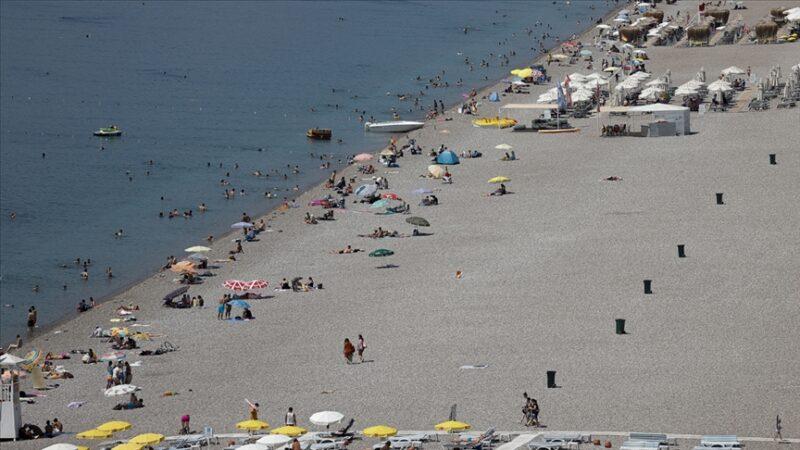 Antalya ve Muğla'nın sahillerinde yoğunluk devam ediyor