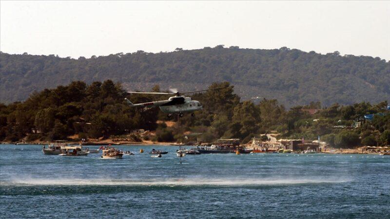 Tatilcilerin tahliyesi için tekneleriyle yardıma koştular
