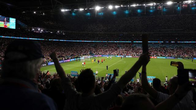 UEFA'dan İngiltere-Danimarka maçına soruşturma