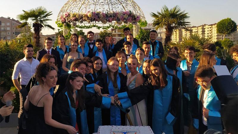Bursa Yönder Okulları'nda görkemli mezuniyet balosu