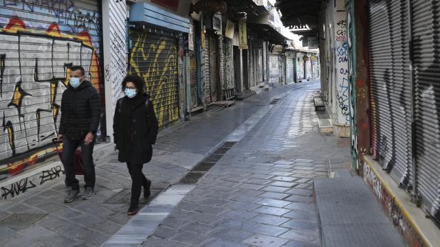 Yunanistan'da Covid-19 vakaları yeniden yükselişte