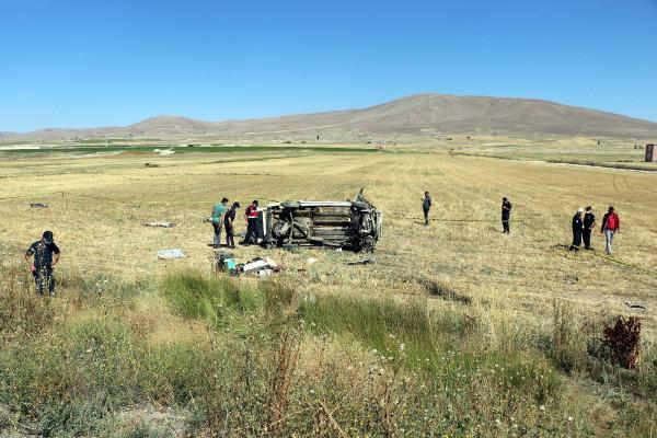 Tatile giderken kaza yaptılar: 4 ölü, 10 yaralı
