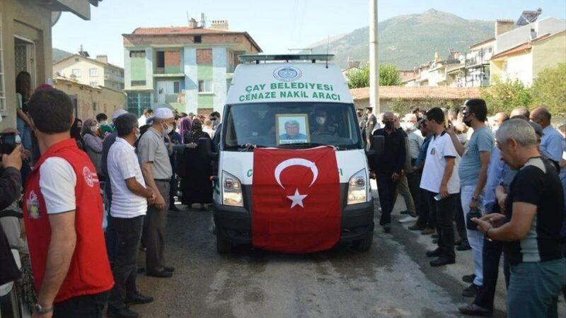 Manavgat'taki yangında ölen orman işçisi babasını cübbesiyle uğurladı