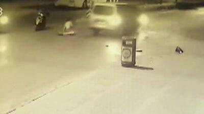Kazazedeye yardım edenlere minibüs çarptı