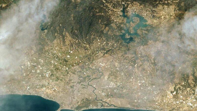 Marmaris'teki orman yangınlarını uzaydan görüntüledi