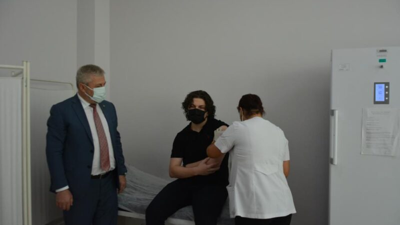 Bursa'da 15 yaş üstüne ilk aşı!