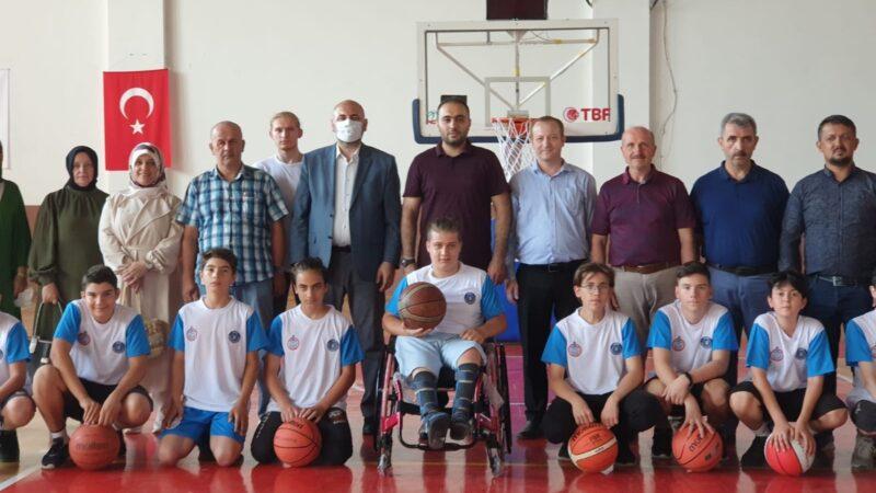 Bursa'da yürüme engelli gencin 'basketbol hayali' gerçeğe dönüştü