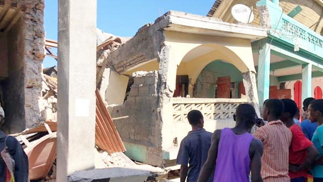 7,2 büyüklüğünde deprem: 724 ölü