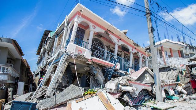 Haiti'deki depremde ölü sayısı 1297'ye çıktı