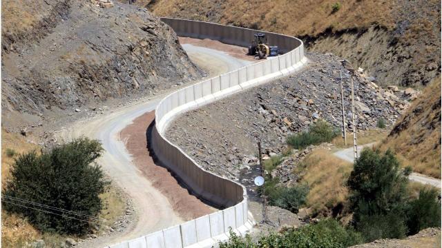 İran sınırına 43 kilometrelik duvar