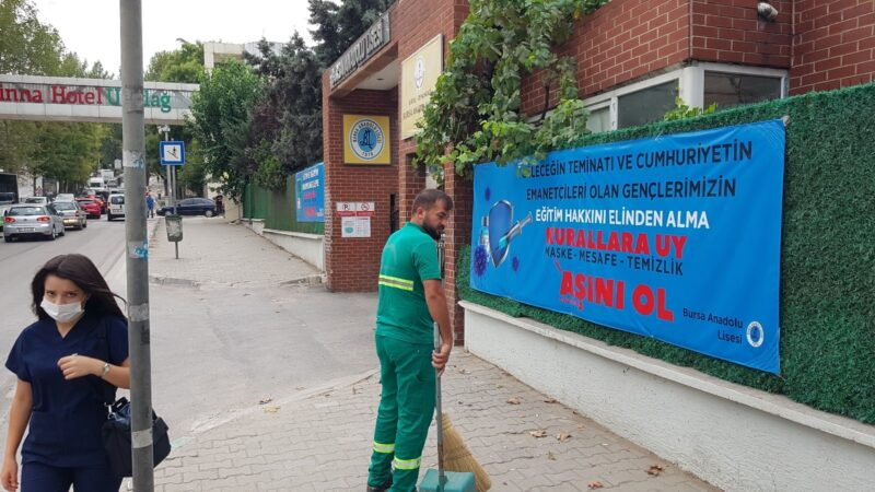 Bursa'da öğrencilerden aşı mesajı