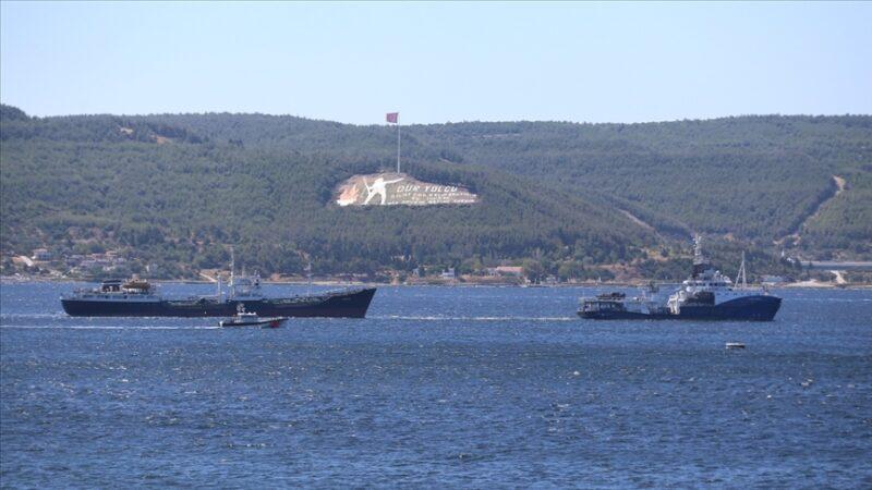 Rus donanmasına ait arızalı tanker Çanakkale Boğazı'ndan geçirildi
