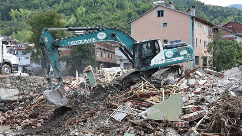 Bartın'da selde ağır hasar gören evlerin yıkımına başlandı