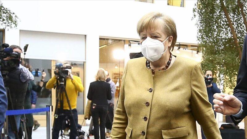 Merkel BioNTech'in üretim tesisini gezdi