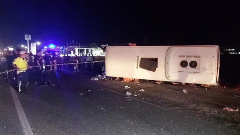 Otomobil ile midibüs çarpıştı: 4 ölü, 6 yaralı